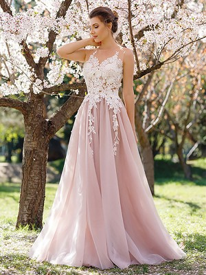 A-Line/Princess Jewel Sleeveless Floor-Length Applique Tulle Prom Gowns
