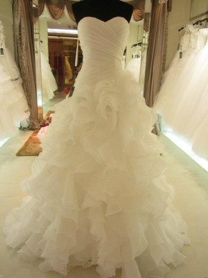 Gorgeous Ball Gown Ruffles Sweetheart Organza Sleeveless Court Train Wedding Gown