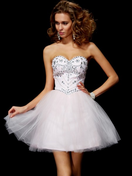 A-Line/Princess Sweetheart Beading Short Organza Homecoming Dress