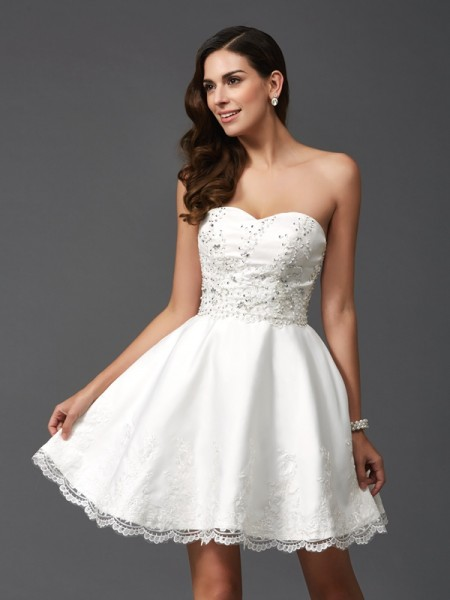 A-Line/Princess Sweetheart Beading Satin Dress