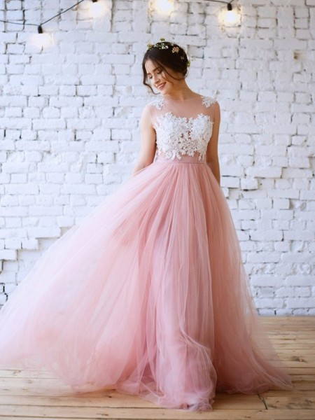 A-Line/Princess Sleeveless Applique Bateau Tulle Sweep/Brush Train Dresses