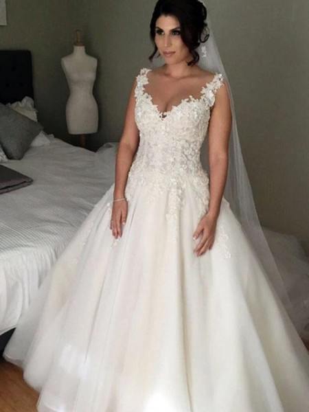 Ball Gown Sleeveless V-neck Court Train Applique Lace Tulle Wedding Dresses