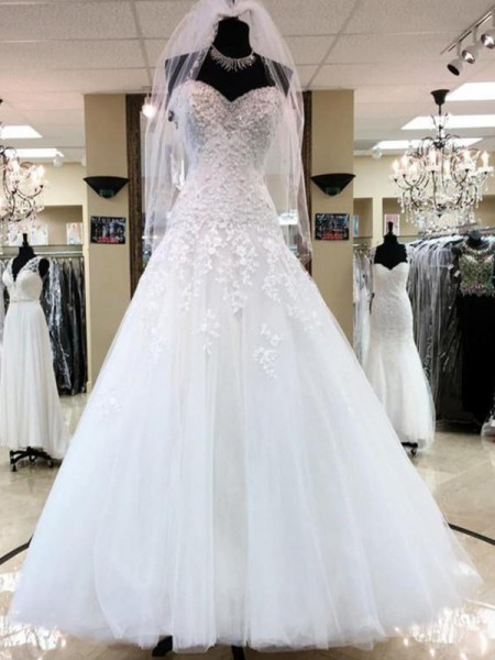Ball Gown Sleeveless Sweetheart Applique Tulle Floor-Length Wedding Dresses
