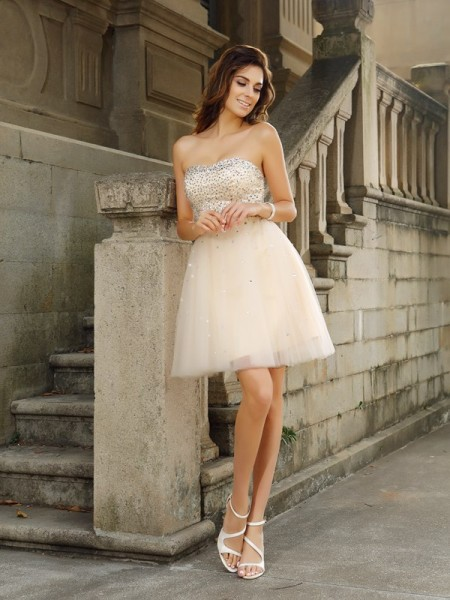 A-Line/Princess Strapless Beading Short Satin Cocktail Dress