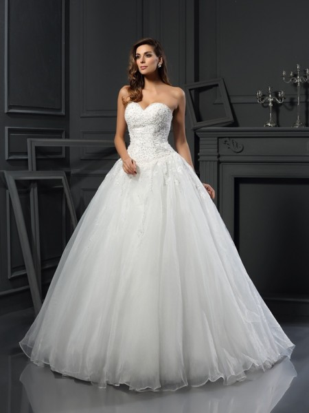Ball Gown Sweetheart Beading Long Tulle Wedding Dress