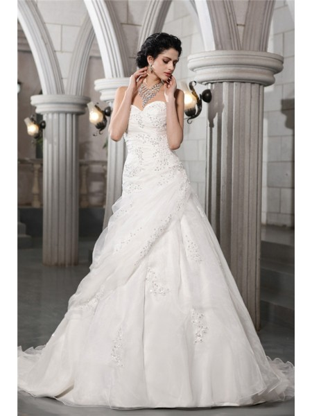 A-Line/Princess Sweetheart Applique Long Organza Wedding Dress