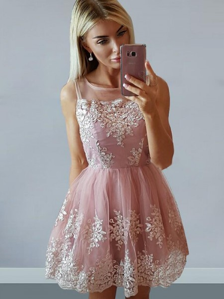 A-Line/Princess Tulle Scoop Applique Short/Mini Dress